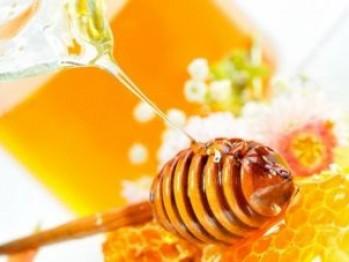 Știi cât de sănătoasă este mierea cu scorțișoară dimineața?