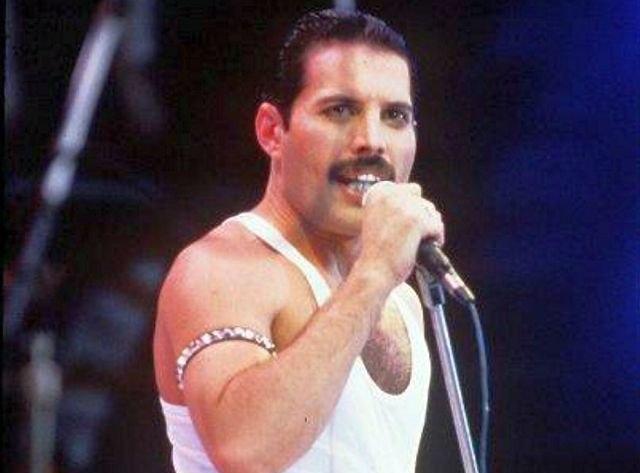 Toata lumea stie ca era homosexual, dar Freddie Mercury a iubit si o femeie. Uite cine era ea!