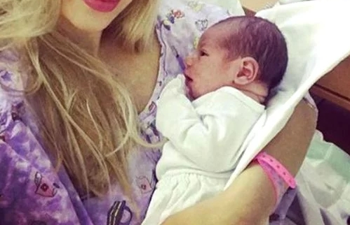 A nascut un baietel perfect! Nimeni n-a stiut ca e gravida. Vedeta mai are o fetita, Maria Sofia