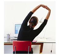 Exercitii de streching (intindere musculara) la birou: 12 ponturi simple