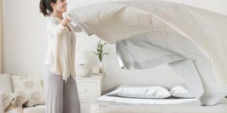 Cat de des trebuie sa schimbi lenjeria de pat?