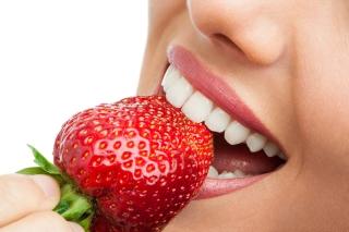 Albeste-ti dintii in mod natural. Metode ieftine si rapide!