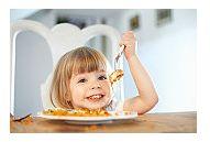 Patru reguli de respectat cand prepari masa copiilor