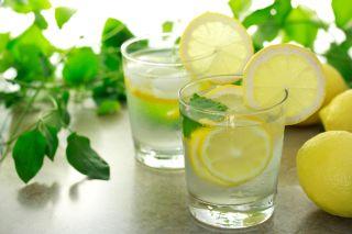 De ce este bine sa bei apa cu lamaie. Beneficii surprinzatoare!