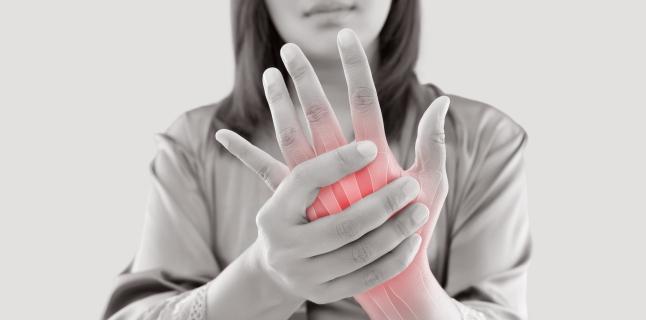 Artrita psoriazica mutilanta, boala care duce la deteriorarea permanenta a degetelor, mainilor si picioarelor