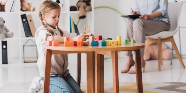 Autismul, mai greu de diagnosticat la fete. Care este explicatia?
