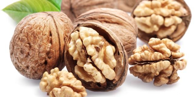 Beneficiile consumului regulat de nuci