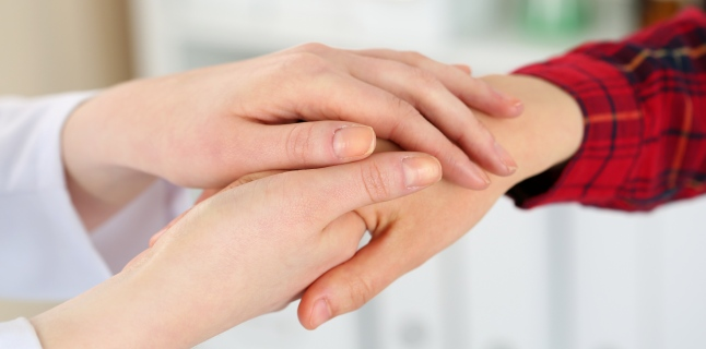 Cum poti incuraja o persoana care sufera de cancer?