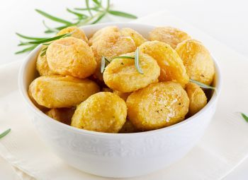 Cartofi copti cu rozmarin