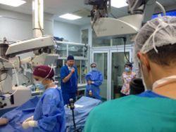Sesiunea de chirurgie oculara live de la Oculus a fost urmarita de 500 de oftalmologi din Romania si din strainatate