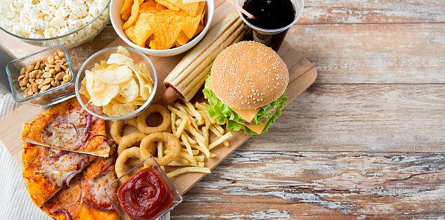 Producatorii obligati sa limiteze acizii grasi din alimente