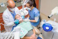 Cat timp poate dura un tratament cu implanturi dentare