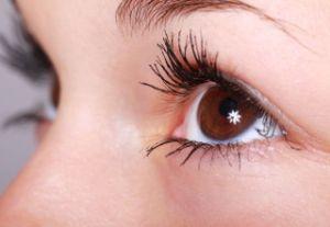 Ameliorarea ochiului uscat, la o picatura distanta
