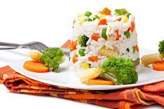 Orez fiert cu broccoli si pui
