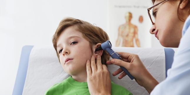 Ce trebuie sa stie orice parinte despre corpii straini auriculari
