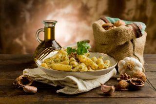 Paste fara gluten cu sos de nuci