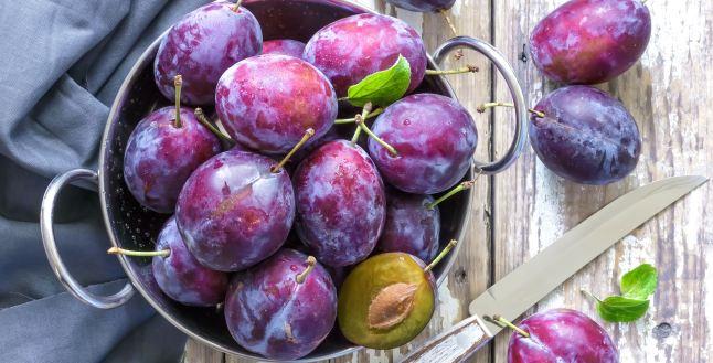 Prunele, sursa de vitamine si minerale
