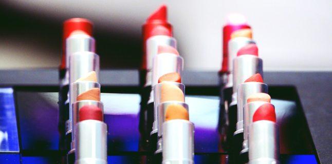 """Testerele cosmetice ne pot """"infrumuseta"""" cu E.coli, herpes si infectii oculare"""