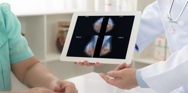 Ce se poate ascunde in spatele unei umflaturi la nivelul areolei mamare?