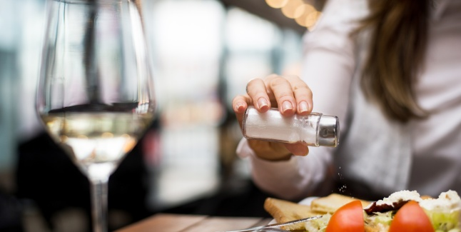 Metode de a reduce cantitatea de sare din alimentatie