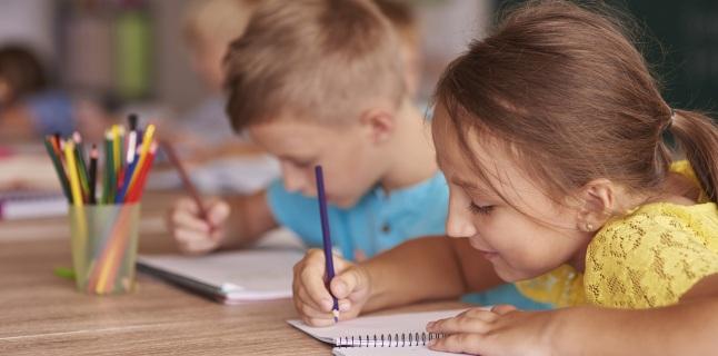 Legatura dintre scolioza si pozitia copilului in banca