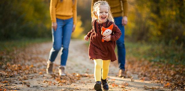 A venit toamna si frigul? Ce bucurie! Copiii nostri sunt protejati si isi pot continua joaca afara!