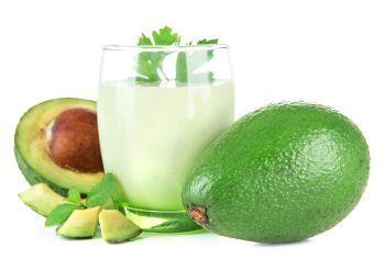 Smoothie cu avocado si lapte de migdale