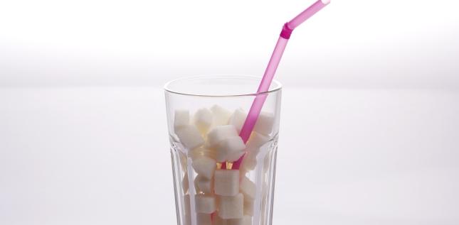 Consumul unui pahar cu suc indulcit pe zi poate creste riscul de cancer cu 18%!